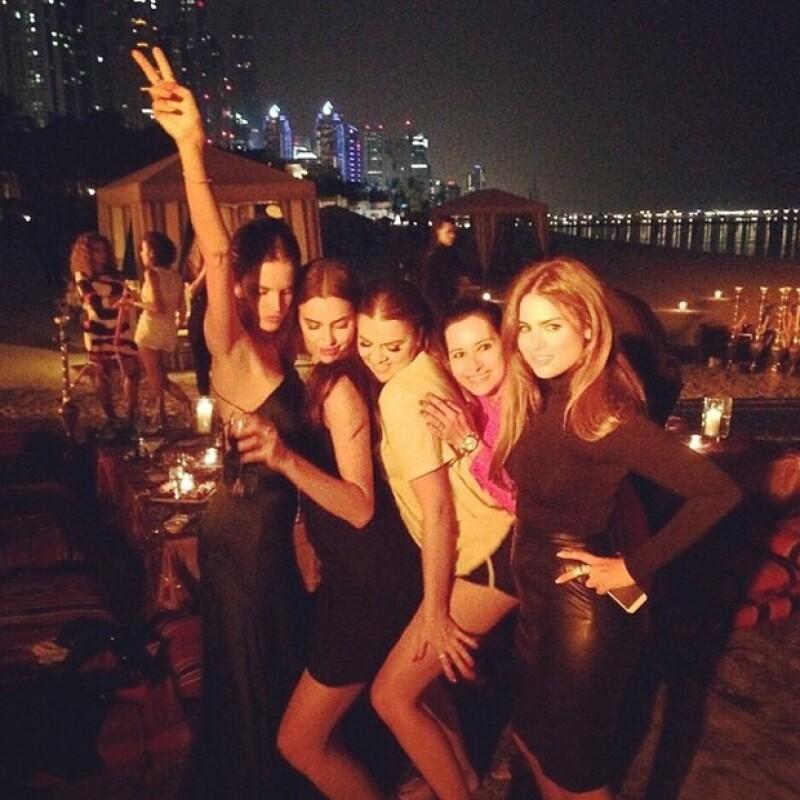 Paris Hilton, Alessandra Ambrosio, Khloe Kardashian e Irina Shayk pasan el fin de semana en Emiratos Árabes como invitadas a la apertura del lujoso restaurante 'Clé Dubai'.