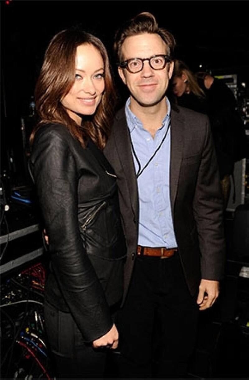 Después de que la actriz desminitiera en diciembre los rumores acerca de su compromiso con Jason, esta vez es oficial.