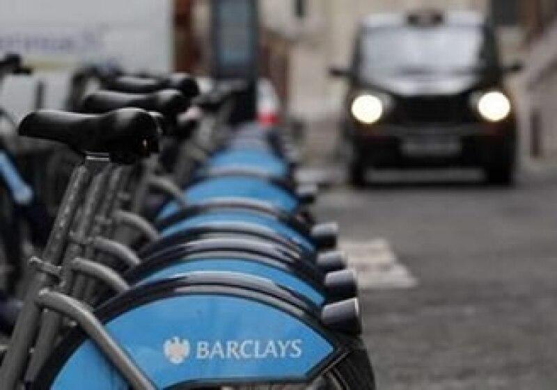 El banco anunció una utilidad antes de impuestos de 6,100 millones de libras para el 2010. (Foto: Reuters)