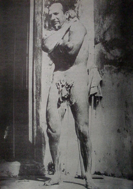 Esta es la única imagen de la que se tiene conocimiento del ídolo de México, desnudo.