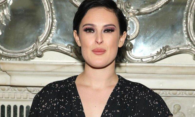 No hay duda de que la actriz heredó todos los buenos genes de su mamá Demi Moore, pues en su última publicación se ve guapísima en un vestido rojo de flamenco.