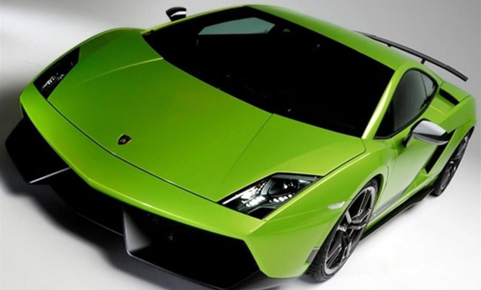 Incorpora una potencia de 570 caballos, tracción total en una carrocería aligerada a base de piezas de ligera fibra compuesta y puede acelerar de 0 a 60 millas en sólo 3,4 segundos.