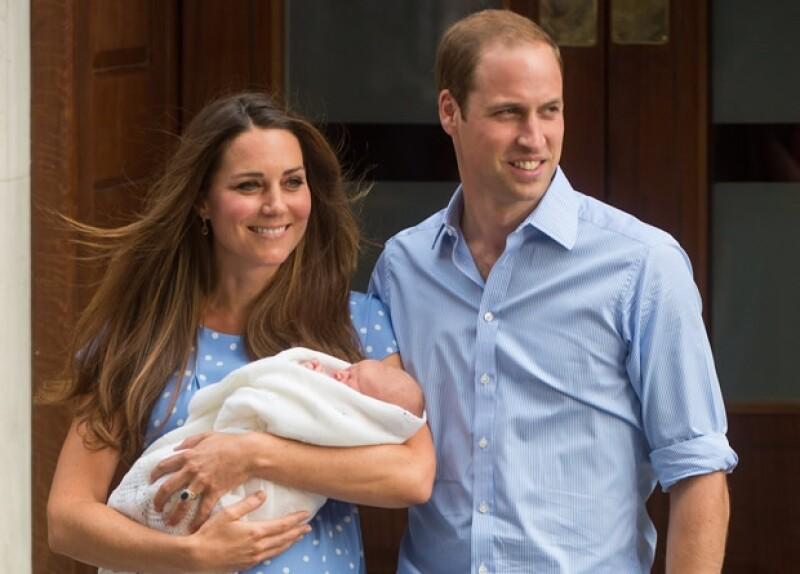 Kate y Guillermo, radientes tras el nacimiento de George.