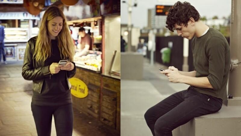 jovenes celulares smartphones