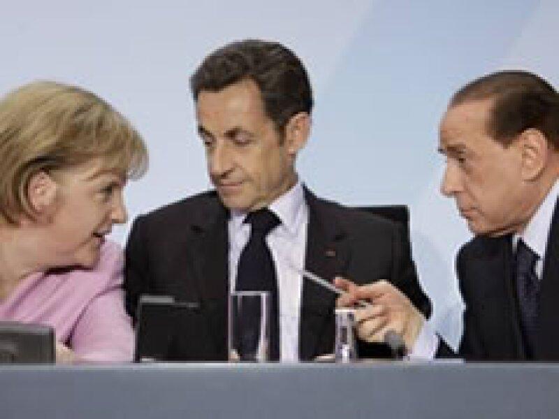 Merkel, Sarkozy y Berlusconi, durante la reunión en Alemania. (Foto: Reuters)