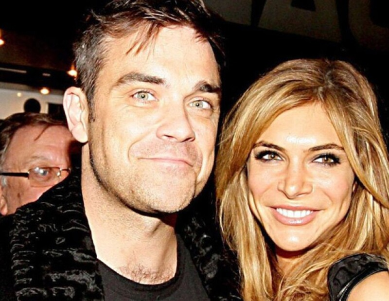 El cantante y su esposa Ayda Field anunciaron mediante el blog del británico que próximamente seran padres a finales de este año.