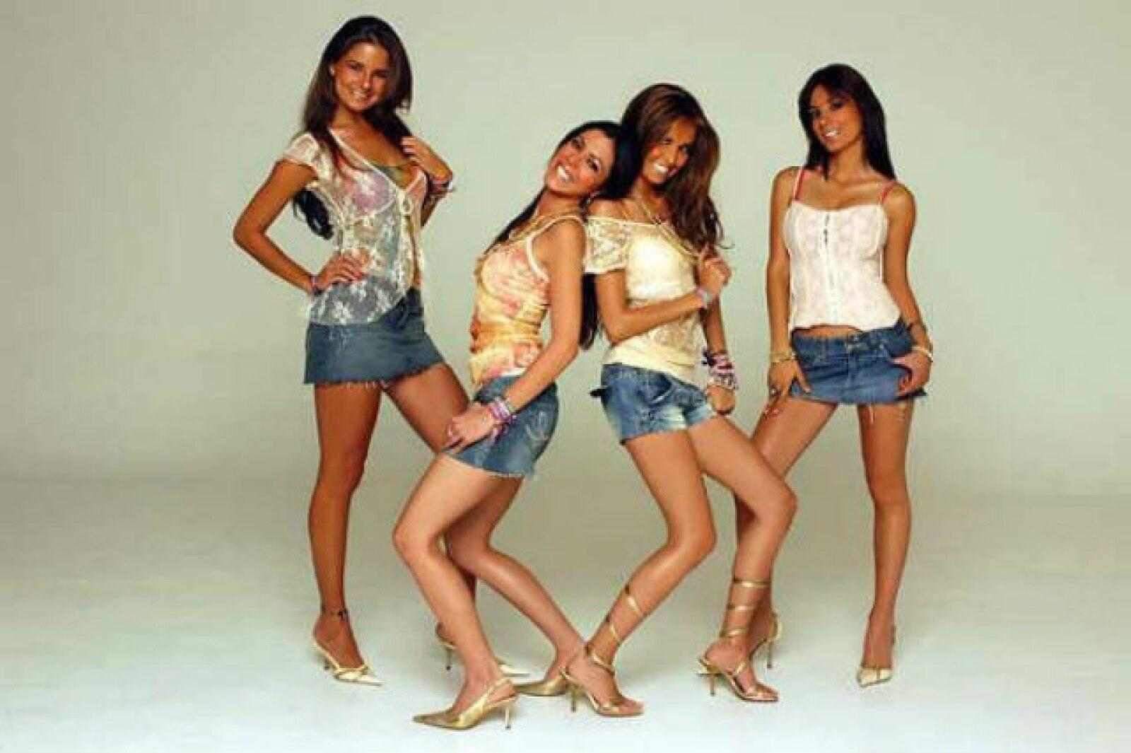 Sabrina dejó el grupo en 2007 para dejar a las Jeans como un trío.