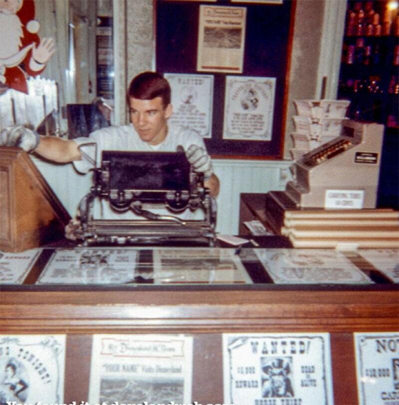 Steve Martin trabajaba en el parque dentro de la tienda de magia