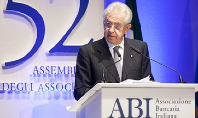 El Gobierno de Mario Monti aprobó el 6 de julio, planes para ahorrar hasta 26,000 mde. (Foto: Reuters)