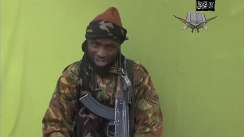 El líder de Boko Haram Abubakar Shekau habla en un lugar desconocido en esta imagen de un video difundido por el grupo terrorista