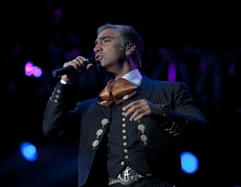 """El cantante mexicano llegó a """"La Ciudad del pecado"""" para celebrar junto aproximadamente diez mil personas, el 202 aniversario de la Independencia de México."""