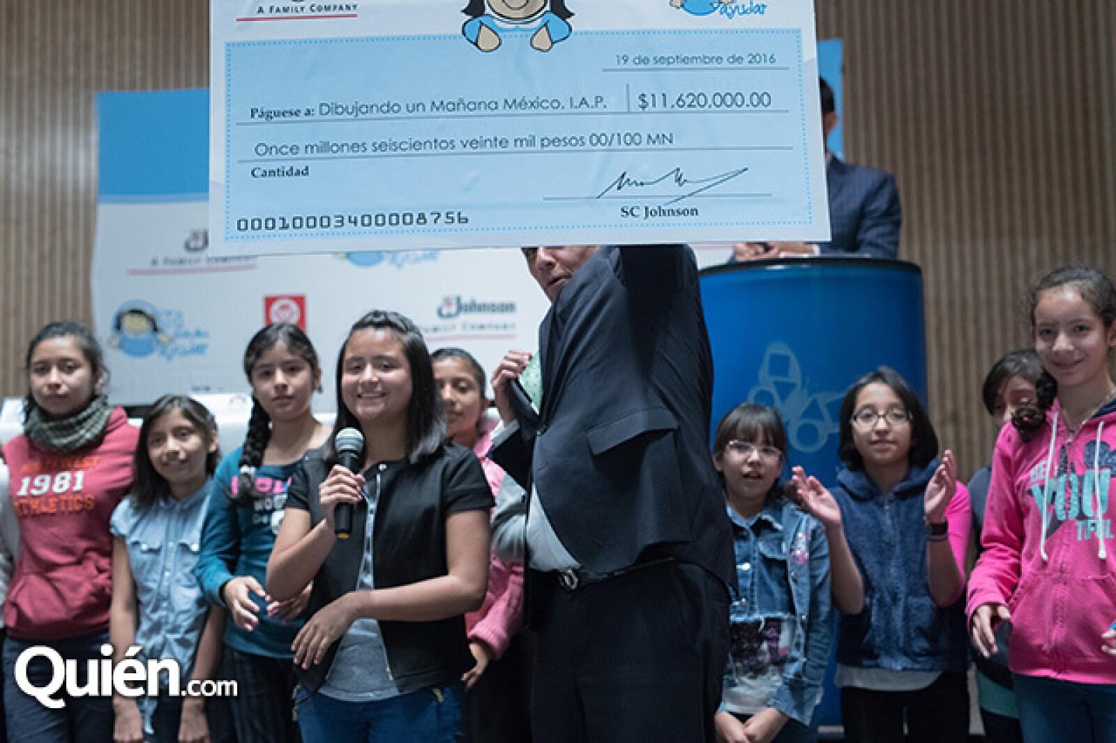 Entrega de cheque a Fundación Dibujando un Mañana A.C.