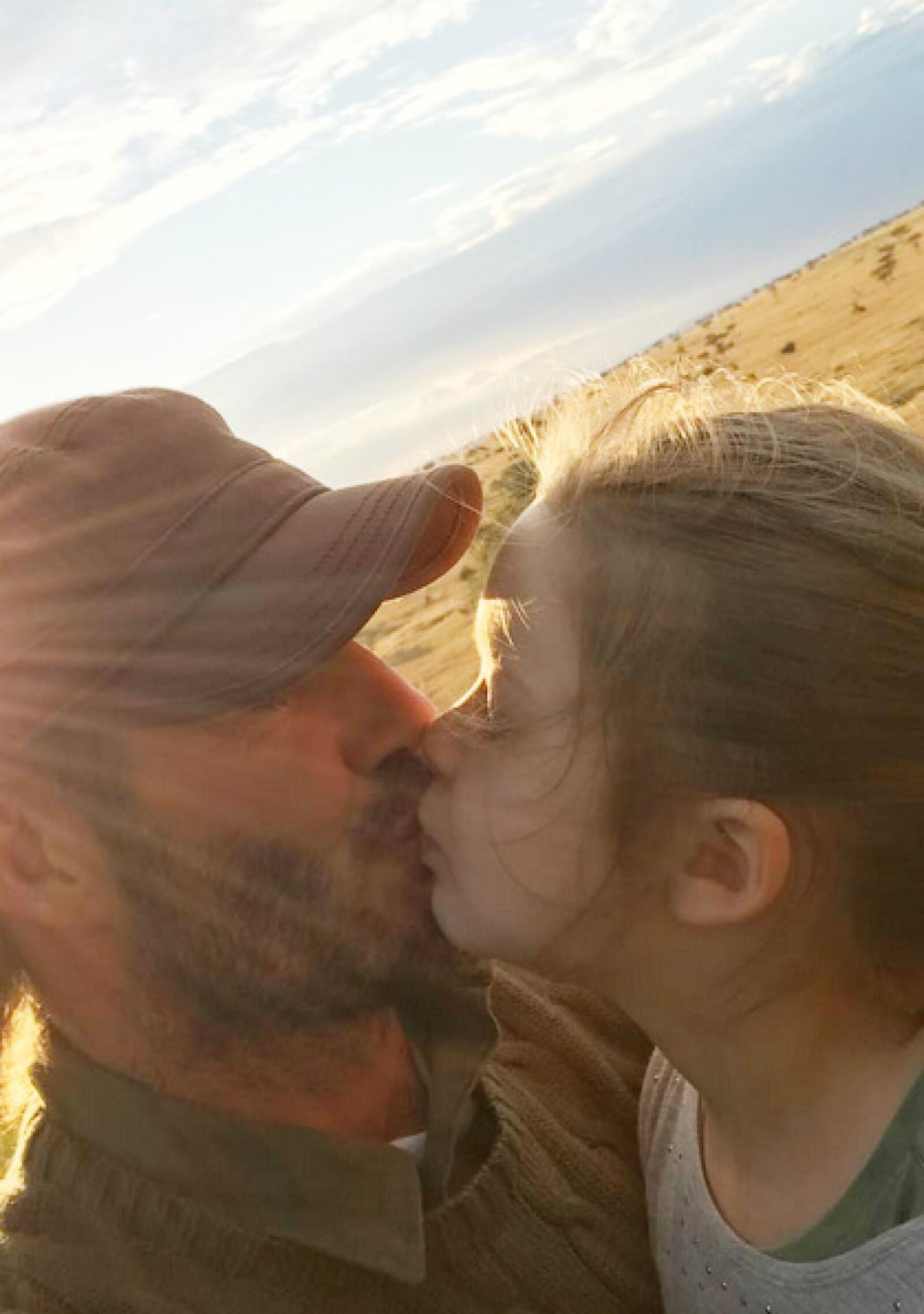 David Beckham lleva a sus hijos de Safari