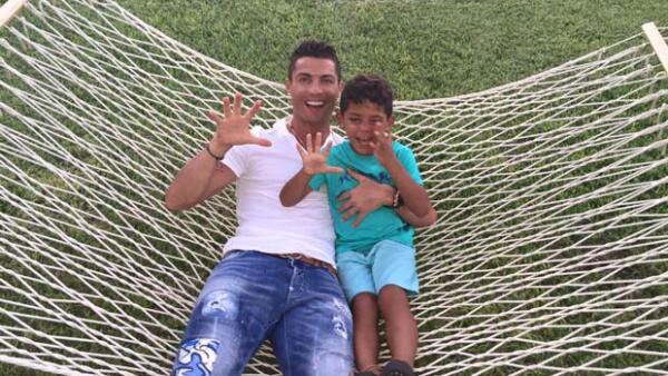 Tras su viaje por Saint-Tropez, el futbolista decidió regresar a su hogar para pasar tiempo con su hijo, quien cumplió cinco años y fue celebrado en grande.