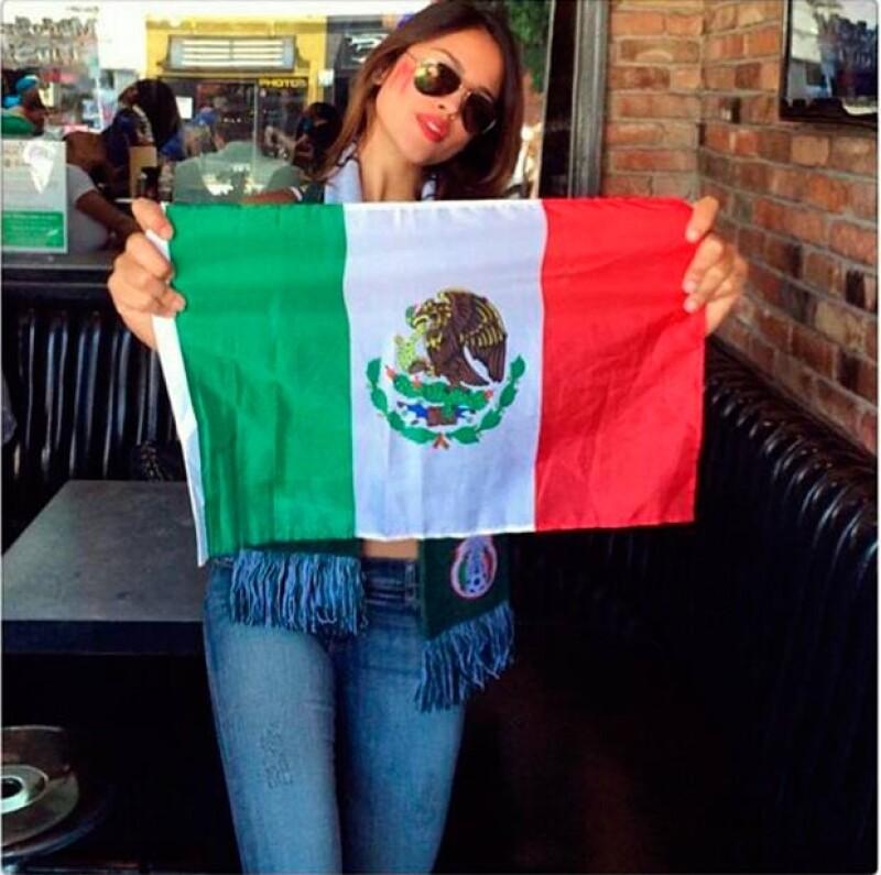 """Al parecer la aplicación eliminó de la cuenta de la actriz una fotografía de apoyo a la Selección Mexicana que fue acompañada con un mensaje que incluía la palabra """"p*to""""."""