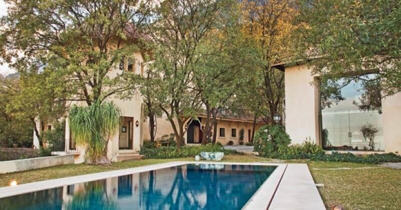 HECHA EN 7 AÑOS. La casa fue construida por el arquitecto Jorge Loyzaga con la ayuda del restaurador Manuel Serrano.