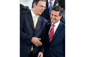 Marcelo Ebrard y Enrique Peña Nieto acudieron al quinto informe de gobierno del presidente Felipe Calderón.