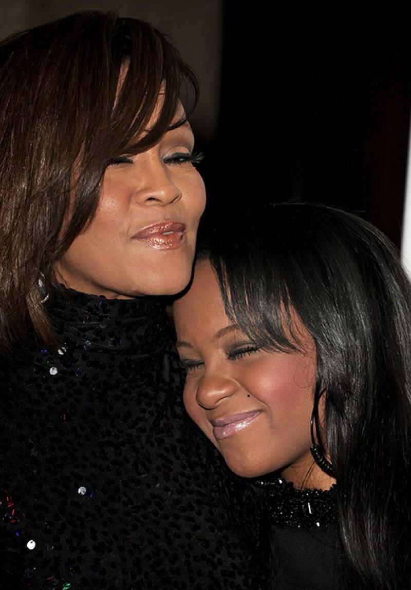 La hija de Whitney Houston fue despedida por familiares y amigos; para darle el último adiós, su mamá también se hizo presente.