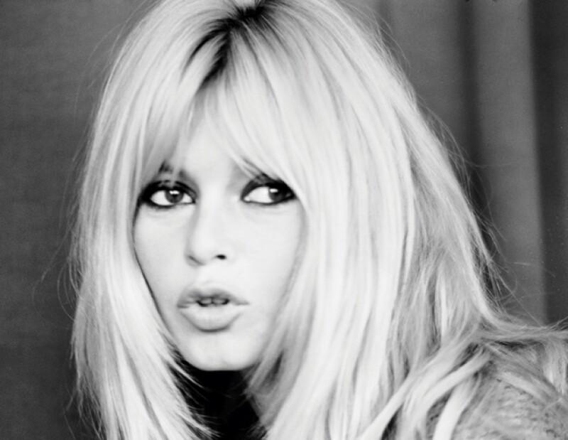 Bardot llega a los 78 años con su participación en 50 filmes y heredando al mundo su frescura, forma de vestir y sus sexys peinados.
