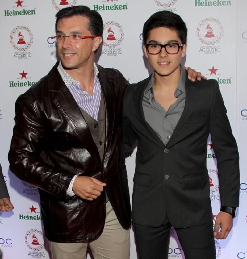 Sergio Mayer Mori estuvo con su papá, Sergio Mayer, en la alfombra roja de The Latin Recording Academy en el Centro Cultural Roberto Cantoral el pasado 5 de septiembre.