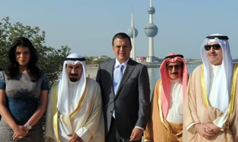 Ebrard destacó que hay oportunidades para las firmas mexicanas en el programa con Kuwait. (Foto: Notimex)