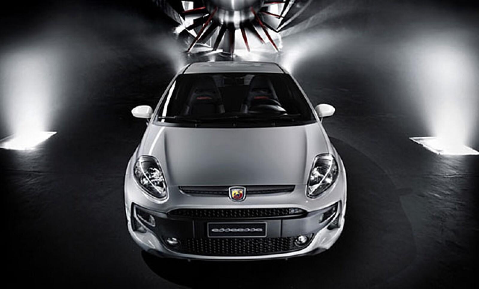 El nombre Essesse es el que bautiza a esta versión con 180 hp, suspensión deportiva y frenos potentes. Es capaz de alcanzar los 100 Km/h en 7.5 segundos y tiene una velocidad máxima de 216 Km/h.