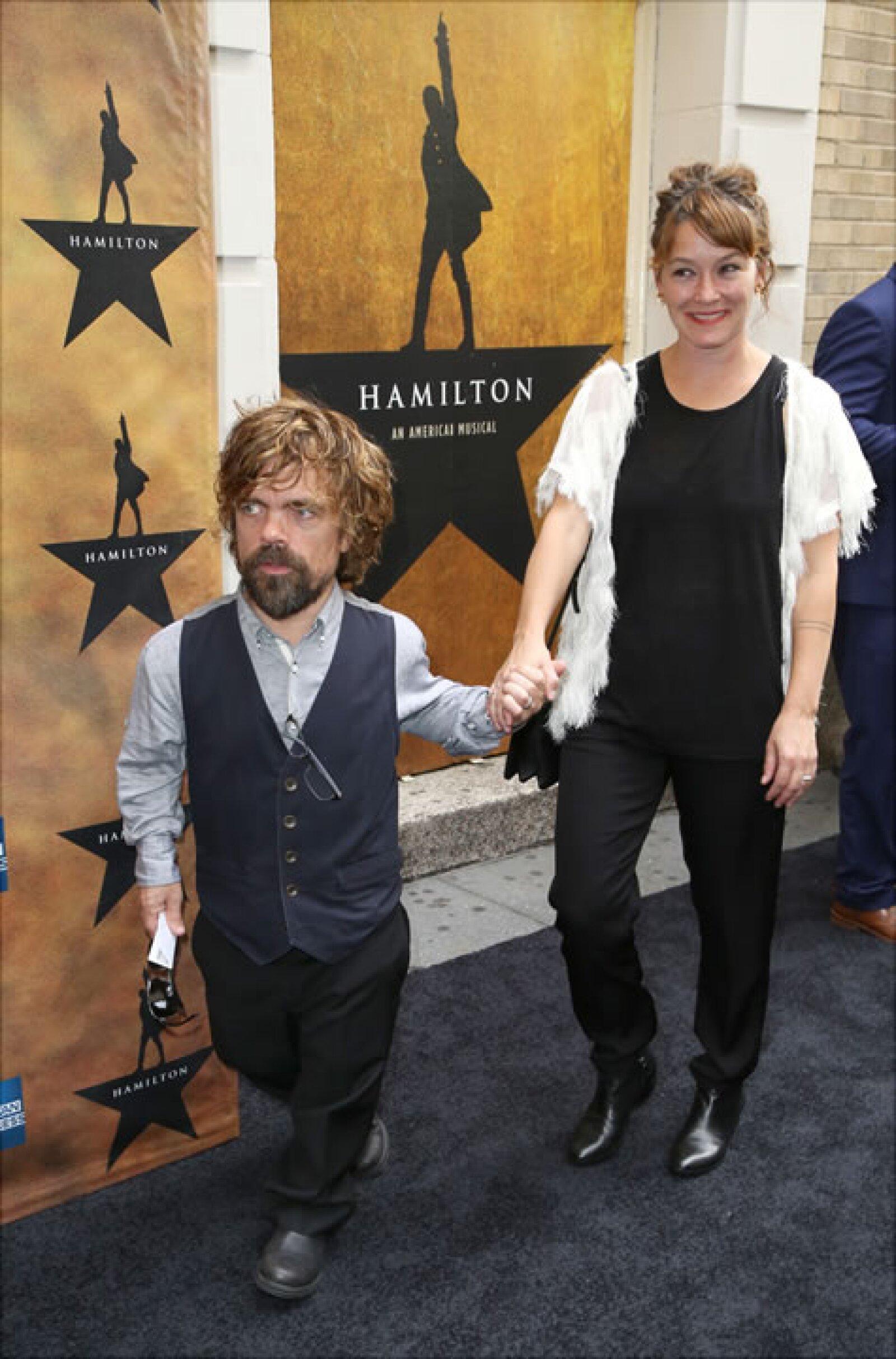 Peter Dinklage y Erica Schmidt.