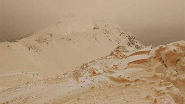Montañas anaranjadas