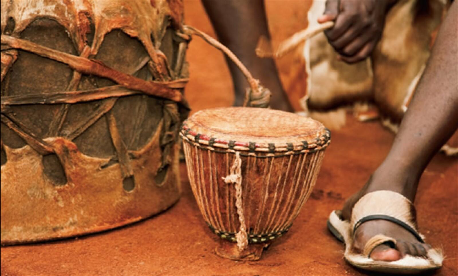 """También conocidos como """"San"""", son cazadores y músicos que honran la naturaleza a través de sus tambores."""