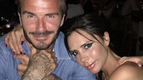 Parece que el ex futbolista quiso darle gusto a Victoria con este nuevo dibujo que se tatuó en el cuello y fue ella quien lo publicó en Instagram.