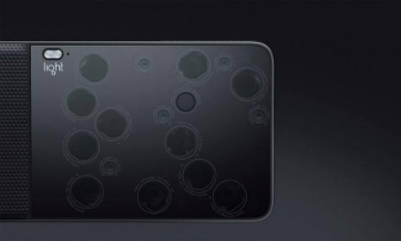 La L16 es tan pequeña y ligera que puede llevarse en el bolsillo, además de tener una pantalla táctil de 5 pulgadas al igual que los teléfonos celulares (Foto: TheLightCo/Facebook)