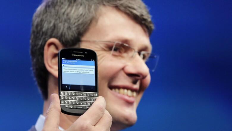 Las redes sociales Facebook, Twitter, Foursquare y LinkedIn también estarán disponibles en el sistema.