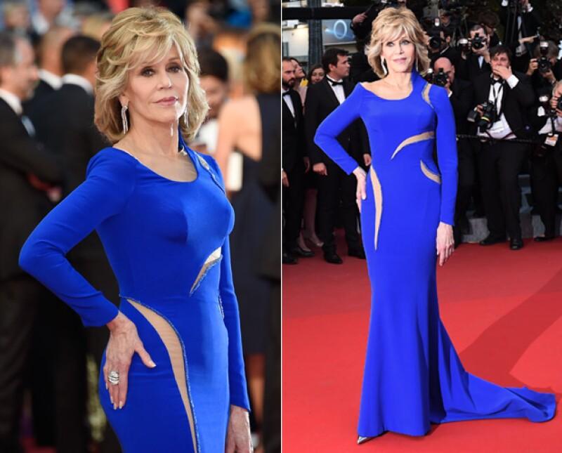 La actriz y escritora es una de las celebs que ha encontrado la fuente de la eterna juventud, y es que ha conquistado con belleza y estilo la famosa muestra de cine independiente en Francia.