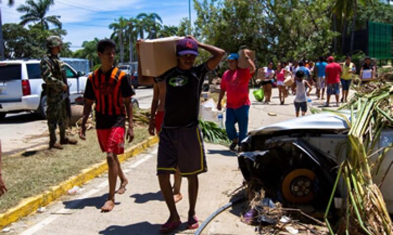 Las tormentas destruyeron vialidades y bloquearon rutas de suministros en varios estados del país. (Foto: Notimex)