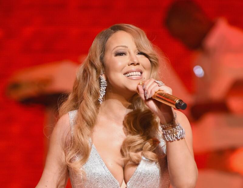 En más de una ocasión, Mariah ha pasado por momentos muy vergonzosos. Si no es cantando o fingiendo que lo hace, es sobre el escenario o simplemente caminando.