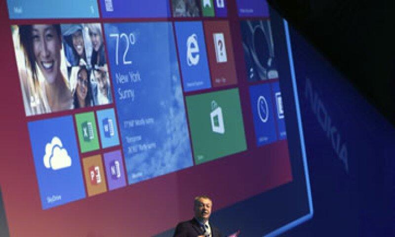 El expresidente ejecutivo de Nokia, Stephen Elop, durante la presentación en Abu Dabi. (Foto: Reuters)