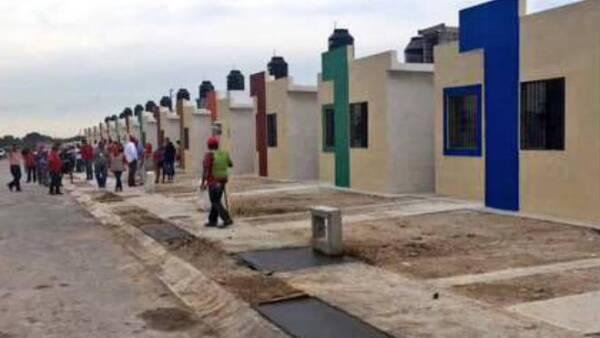 Infonavit entrega viviendas en Ciudad Acuña