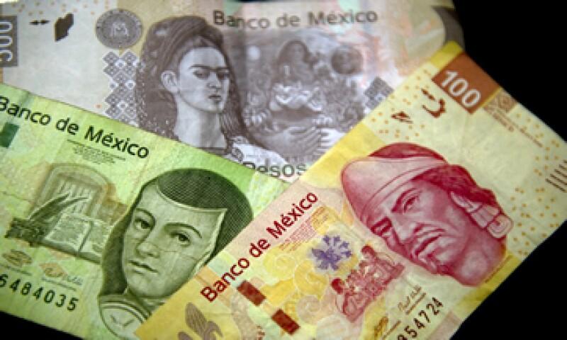 Se espera que el peso cierre el 2015 en 15.10 unidades por dólar. (Foto: AFP)