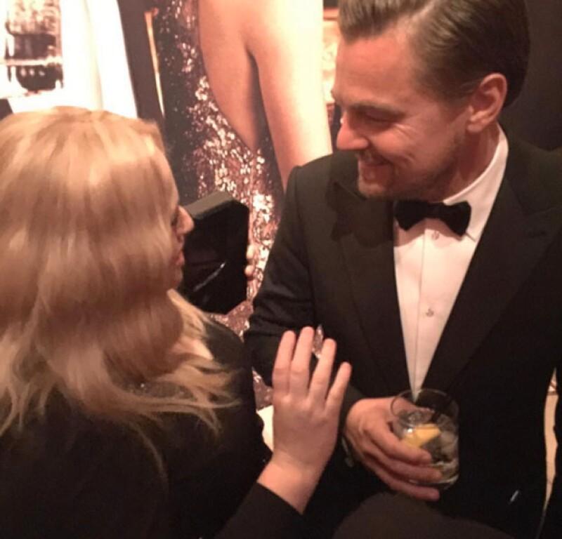 """""""Te amo Leo"""", fue lo que Rebel Wilson publicó en una foto en la que aparece platicando con Leonardo."""