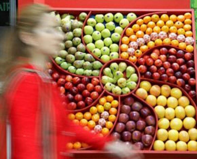 Frutas, verduras, infusiones como el té verde, pescado azul o blanco y carnes magras no deberían faltar en su dieta durante todo el año.