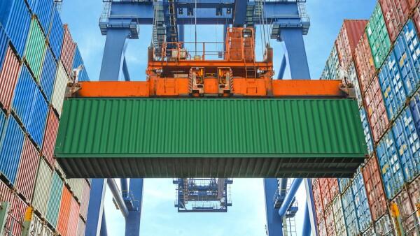 El puerto Lázaro Cárdenas, en Michoacán, y el de Manzanillo, en Colima, cuentan con una amplia capacidad de patio, por lo que no han tenido que desviar buques a otras terminales, informó la AMANAC.