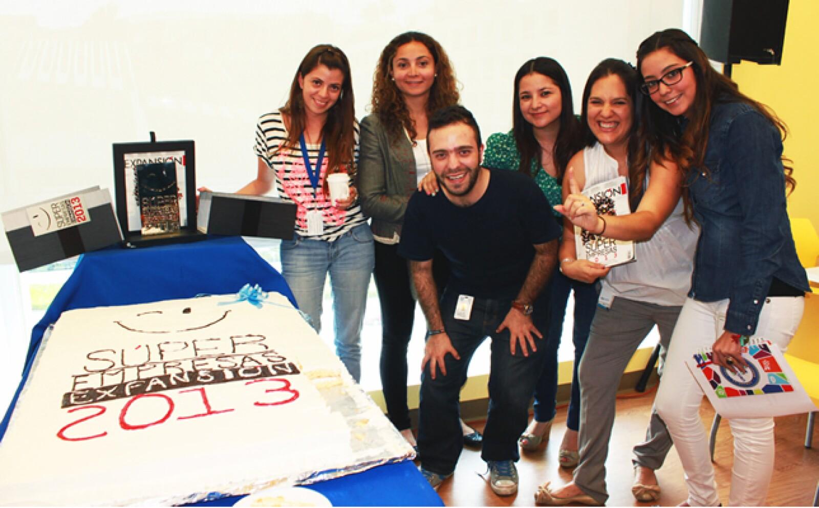 En Unilever la celebración incluyó un súper pastel de las Súper Empresas 2013. Ellos festejaron su cuarta posición en la categoría más de 3000 empleados con un convivio al que asistió un gran número de colaboradores.