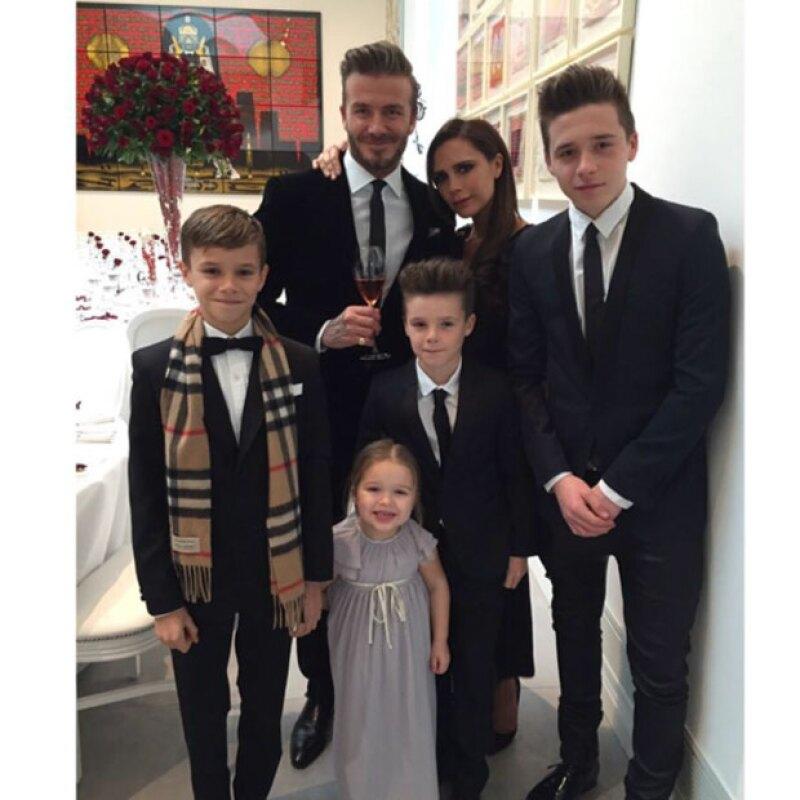 La diseñadora de modas, celebró su aniversario con una foto de su familia.