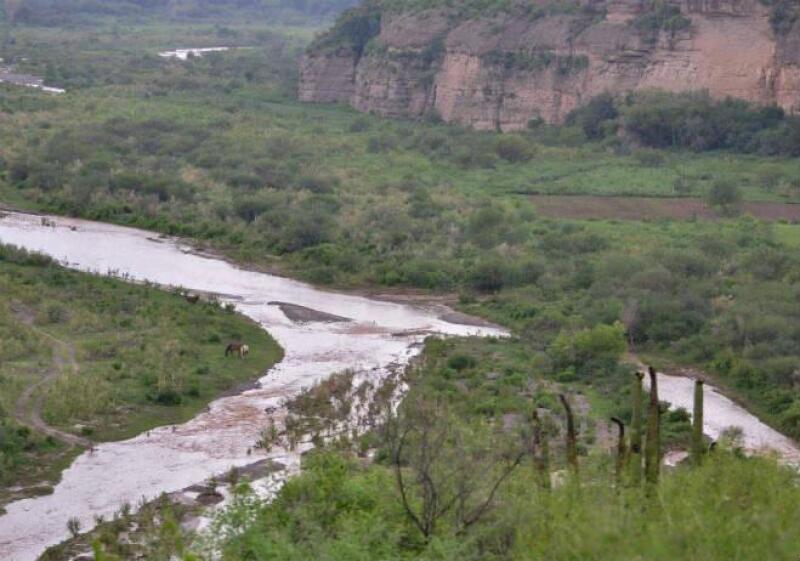 Derrame de minera en r�o de Sonora