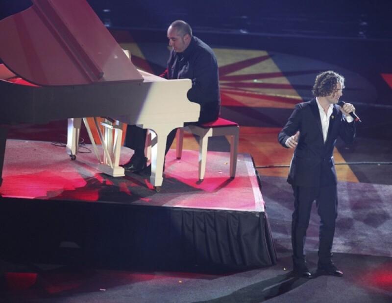 La interpretación a dueto de Bisbal y Syntek cautivó al público.