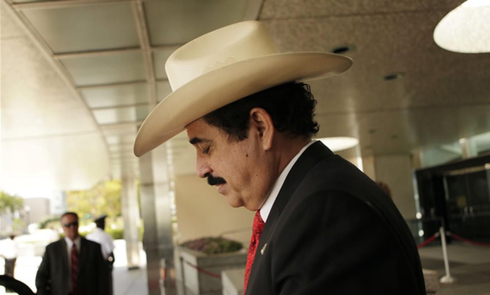 La secretaria de Estado Hillary Rodham Clinton se reunió con Manuel Zelaya el jueves. Mientras, el gobierno estadounidense anunció la suspensión de ayuda no humanitaria a Honduras y la revocación de visas a funcionarios hondureños partidarios de Michelett