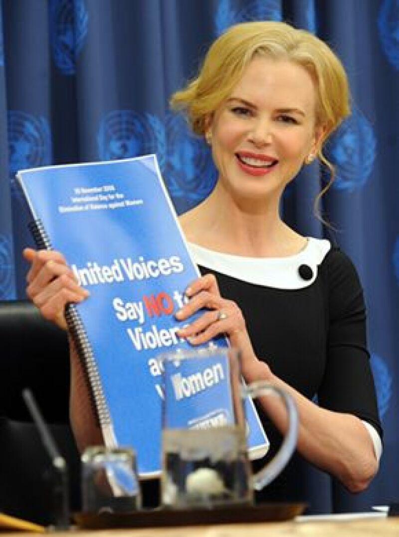 La actriz presentó a la Unifem cinco millones de firmas para erradicar abusos a las mujeres.