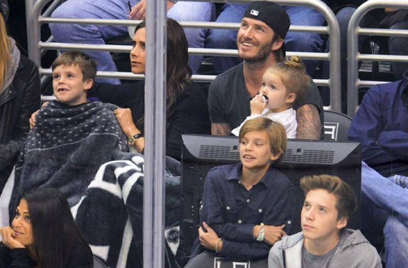La familia completa disfrutó de una noche de deportes en el Staples Center.