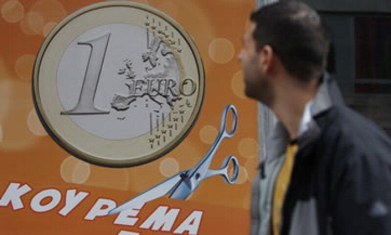 Grecia evitó la amenaza inmediata de una moratoria descontrolada al concluir un acuerdo de canje de bonos. (Foto: AP)
