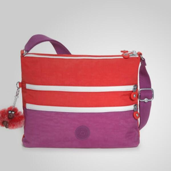 Una pequeña cartera con colores de la década de los 70 y con botones al frente, ideal para utilizarla rumbo a la playa.
